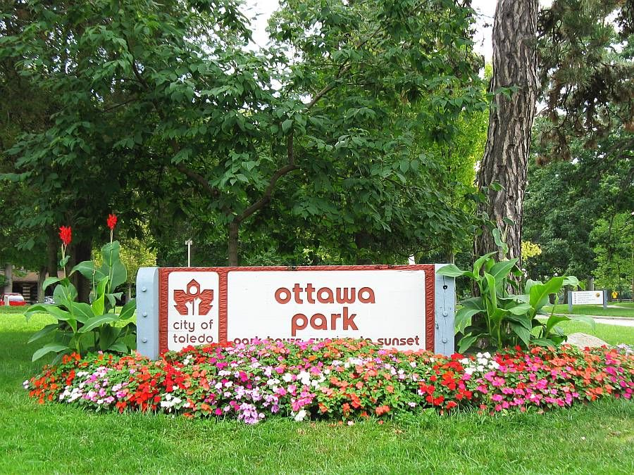 Welcome to your Ottawa Park - Kenwood Entrance